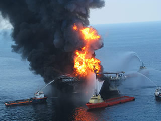 BP Deepwater Horizon rig burns.