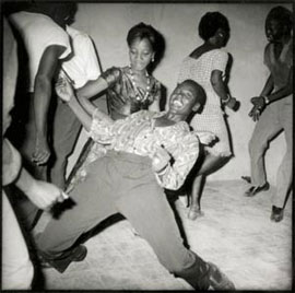Malick Sidibé, Look at Me! (1962), Balako, Mali.